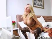 Shemale Camille Andrade masturbates