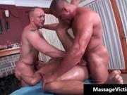 Erotic oily massage makes this gay